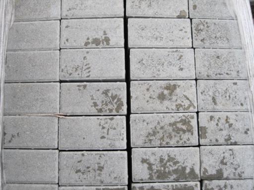 Pav uni gris ou brun surplus d p t - Pave gris brico depot ...