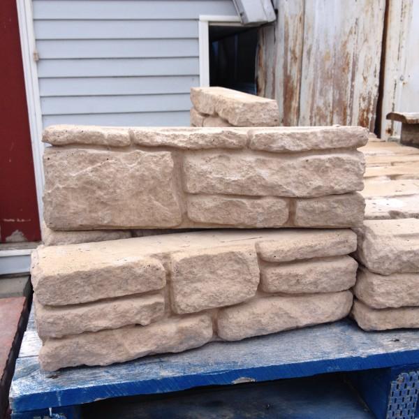 Bloc de muret mod le 39 39 jardin 39 39 beige ou gris surplus d p t for Bordure jardin imitation pierre