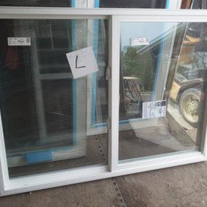 fenêtre  L   verticale, 48 demi x 52 demi         2 côté manivelle manivelle  reste 1 en stock   200.00
