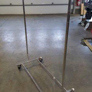 pole à vetement sur roues
