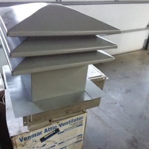 ventilateur de toit maximum 12'' trou 20'' complet 60$